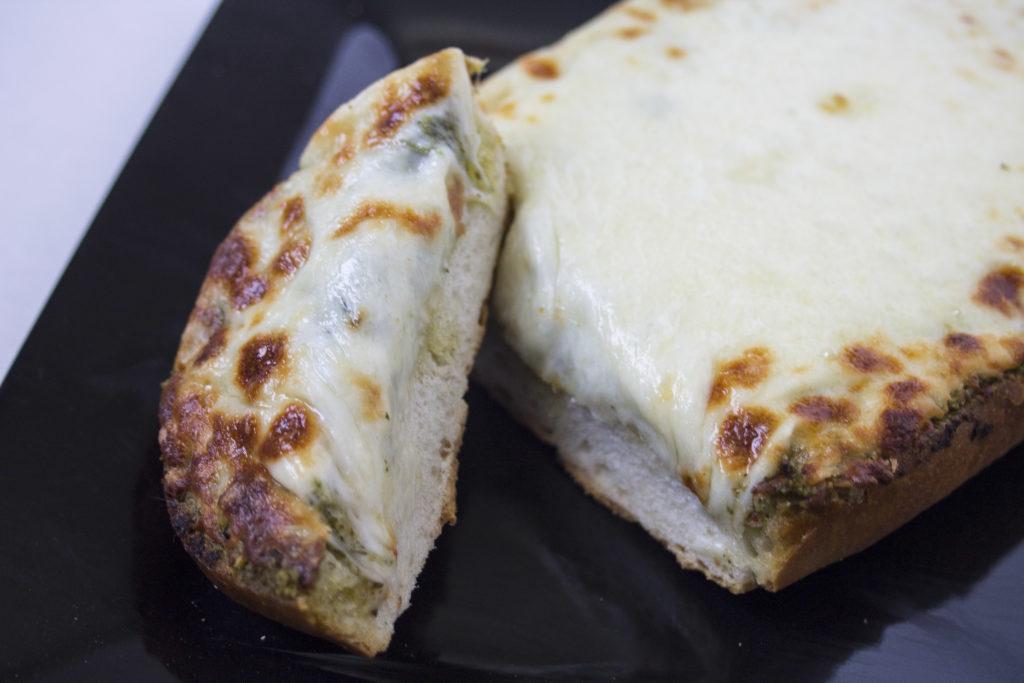 pesto garlic cheesy bread