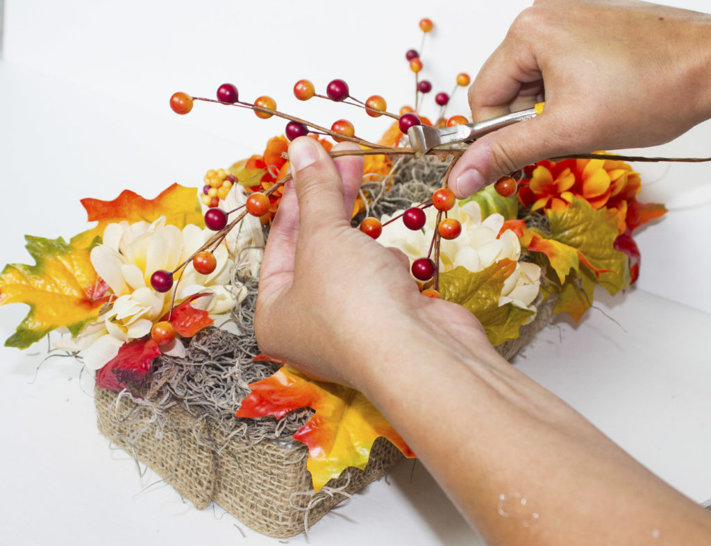 fall table display cutting wire